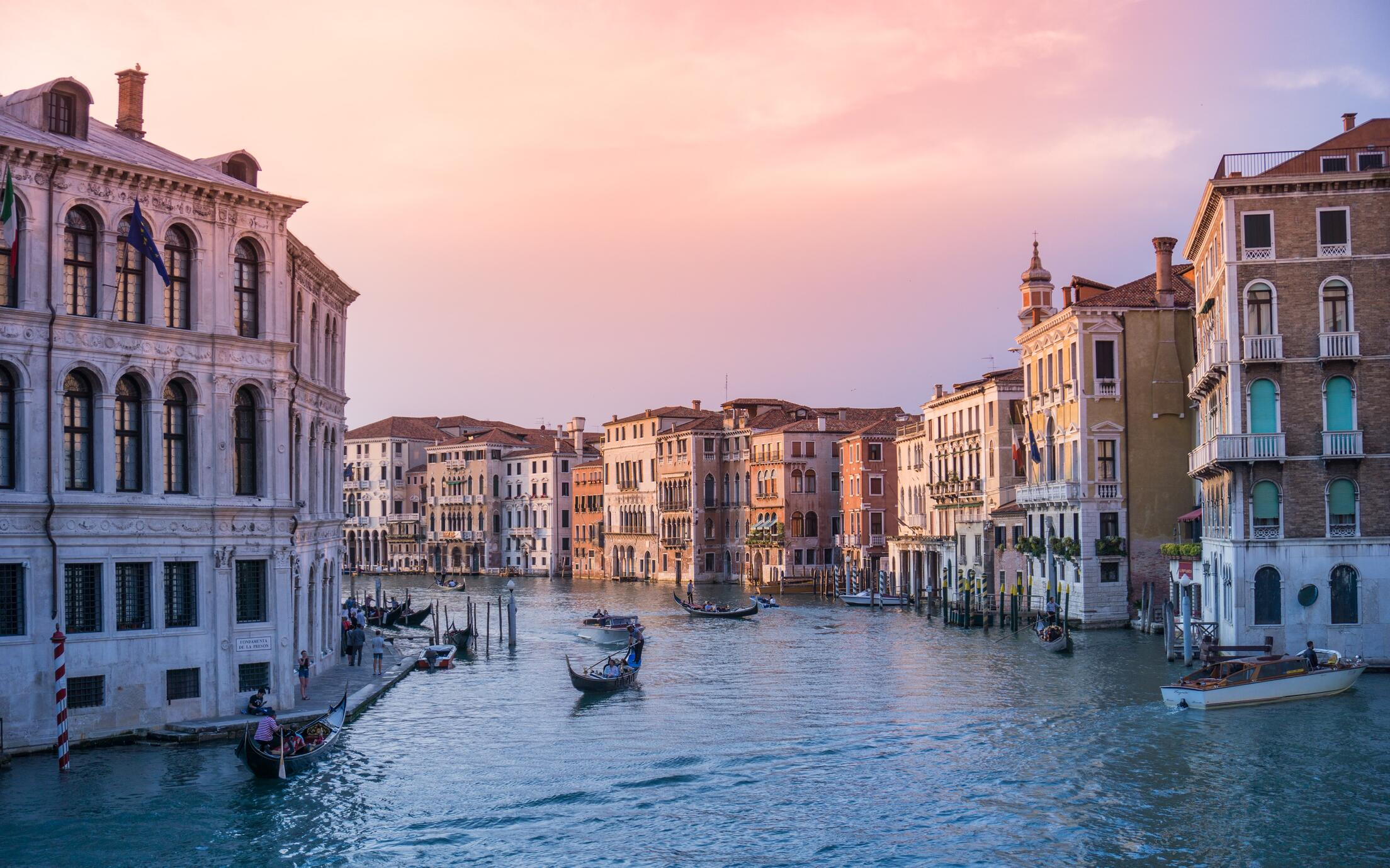 A picture of the canals of Venice at dusk.